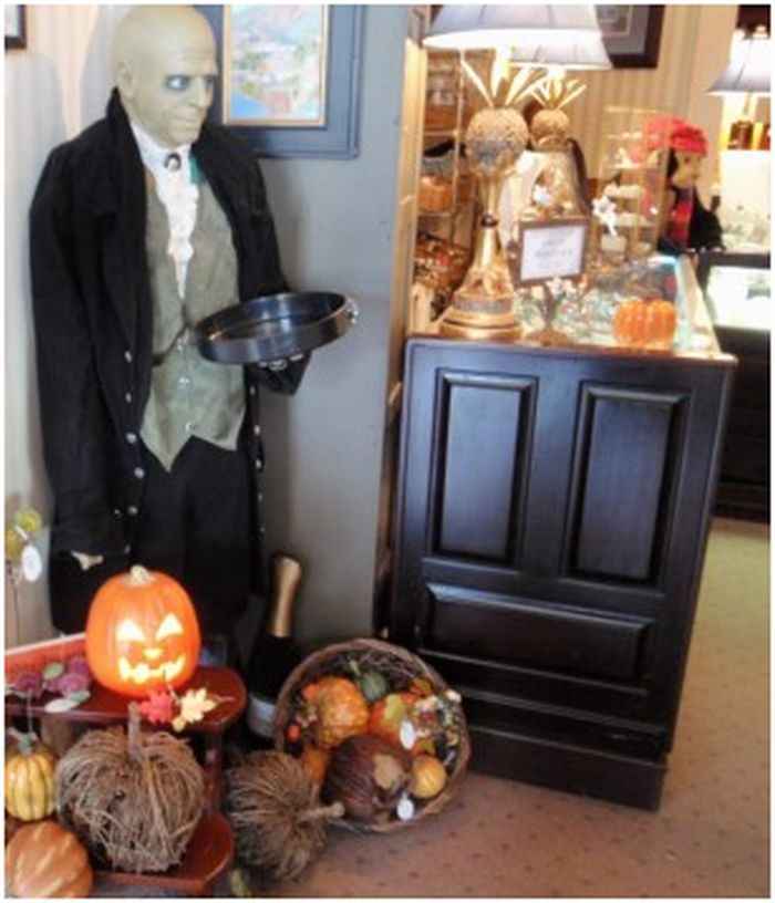 Dining Room Attendant: Visiting The Stanley Hotel On Halloween